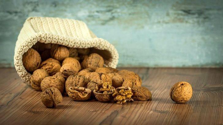 Comer nueces ayuda a inhibir factores de riesgo del cáncer de colon