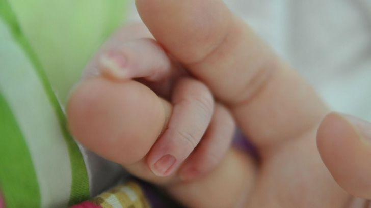 Madres y padres, ya podéis reclamar el IRPF por la prestación de maternidad