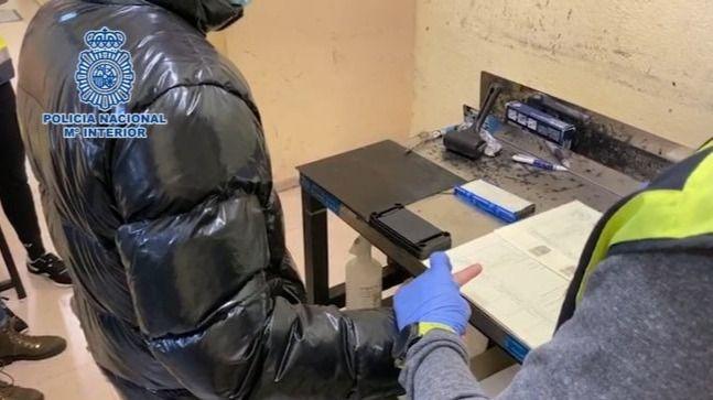 La Policía detiene a un hombre por cometer una estafa vendiendo mascarillas quirúrgicas