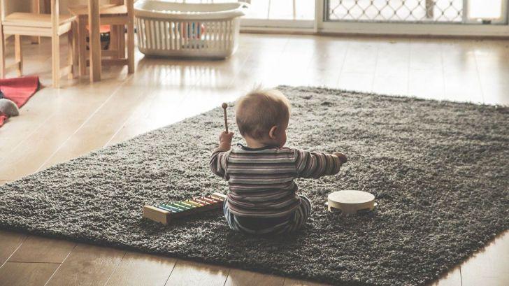 Los expertos recomiendan utilizar juguetes para que los niños manifiesten sus emociones durante la cuarentena