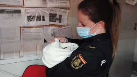 Encuentran un bebé abandonado en el carro de un supermercado de Ávila