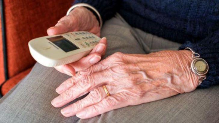 Oftalmólogos 'adoptarán' abuelos para que no se sientan solos