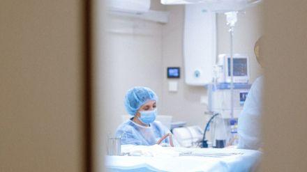 Crecen más de un 400% las hospitalizaciones por Covid-19 en un mes