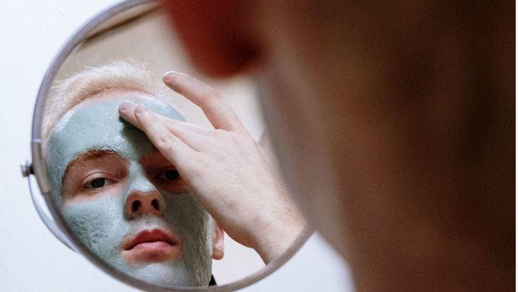 Cuidar la piel castigada por el uso de la mascarilla