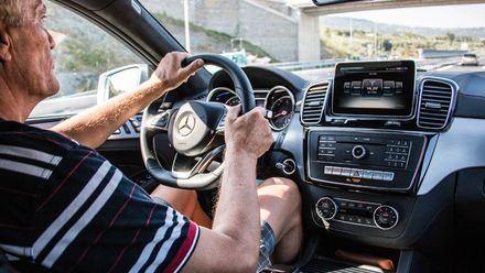 Signos tempranos de alzhéimer se pueden revelar por tu manera conducir