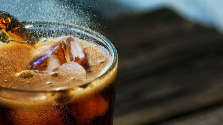 Posibles interacciones farmacológicas si consumes bebidas que contienen cola