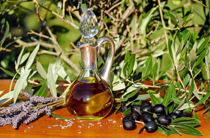 España impulsará el desarrollo de una medida de autorregulación para el sector del aceite de oliva