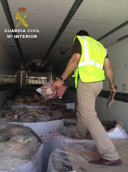 Intervenidos más de 10.000 jamones y embutidos ibéricos en Granada en mal estado