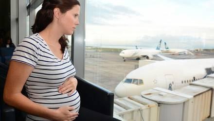Viaja con seguridad en avión durante el embarazo